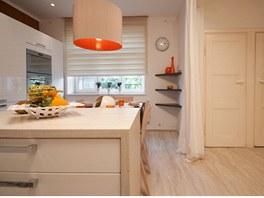 Pohled do nové kuchyně, původní dveře vedou na WC a  do komory.