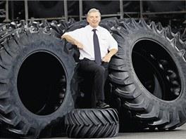 Mitas vyrábí pneumatiky na velké stroje (na snímku obchodní ředitel společnosti
