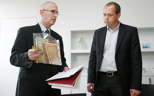 Americký právník Edward Fagan (vlevo)  se v pond�lí setkal s karlovarským