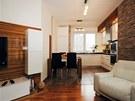 V celém interiéru se opakují jednotlivé prvky – zebrano na obkladu v obýváku,