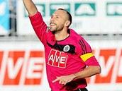 NE�EKAN� ST�ELEC. Fotbalist�m �esk�ch Bud�jovic pomohl k prvn� v�h�e v sezon� dv�ma brankami stoper Roman Lengyel.