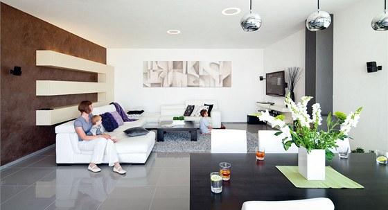 V obývacím pokoji stačí k odpočinku minimum nábytku a doplňků. Na podlaze je