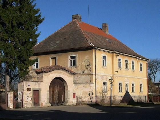 Dům z poloviny 18. století sice nebyla žádným totálním zbořeništěm, ale své již měla za sebou.