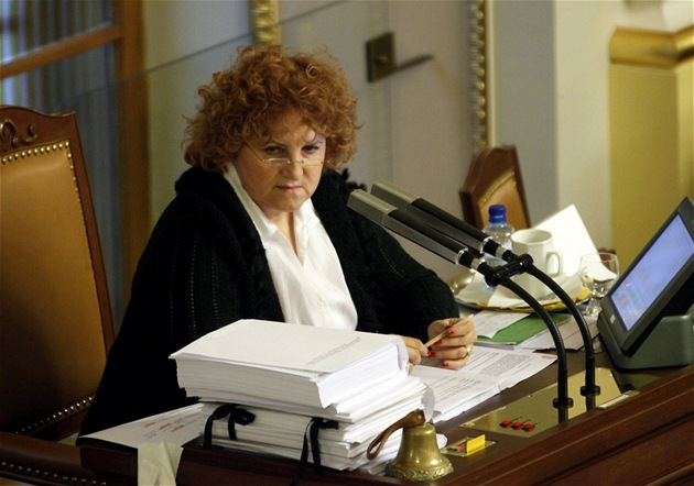 Vlasta Parkanová (TOP 09) vede jednání Sn�movny (4. listopadu 2011)