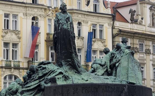 Pomník jana husa na staroměstském náměstí v praze foto mf