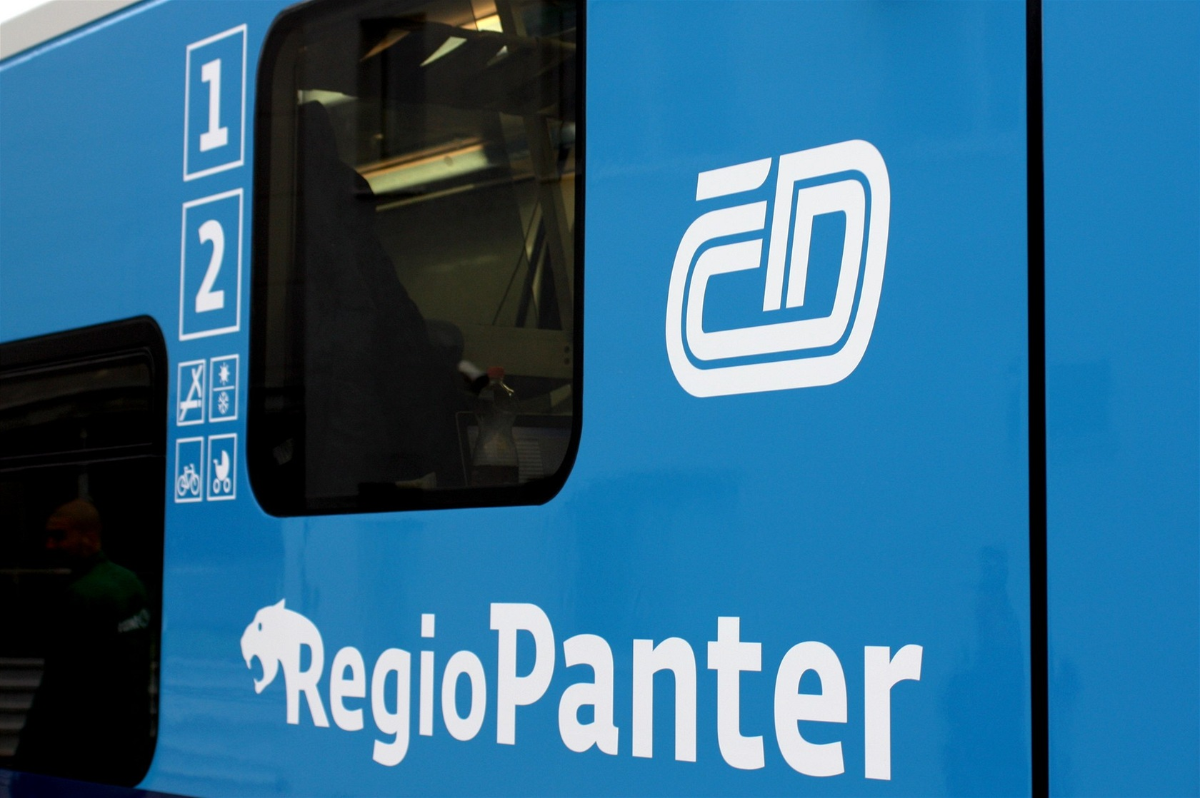 Logo Regio Panteru je ve stylu City Elefantu.