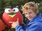 """""""Angry Birds"""" Sam jednoduše naláduje do kanónu a tatínek je odpálí."""