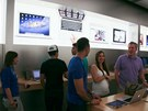 Apple Store si dává záležet, aby se zákazníci v obchodě necítili jako v obchodě