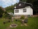 Chata manželů je nedaleko Prahy blízko řeky Sázavy