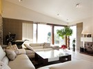 Obývací části dominuje velká, ale především pohodlná sedací souprava.