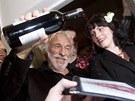 Pierre Richard k�til pra�skou restauraci na �i�kov� �erven�m v�nem ze sv�ch