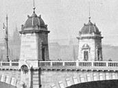 Pohled na most Legií krátce po jeho dokončení. Pohled z nábřeží od Národního