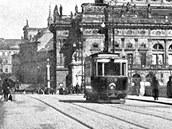 Pohlednice vydaná před rokem 1907. Pprojíždějící linka ještě nemá číslo.