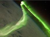 Polární zář je nám pozemšťany nejlépe známým jevem vznikajícím v ionosféře. Na obrázku je záře zaznamenaná z paluby stanice ISS. Mnohem užitečnější funkce ionosféry zůstávají naším očím skryty a k jejich lepšímu poznání významně přispěly až družice jako Magion.