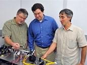 Pánové  (zleva doprava) Barry Coyle, Paul Stysley a Demetrios Poulios z