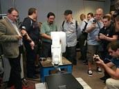 Robotická paže testuje CD mechaniku