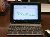 Hybridní notebook od Aceru umožňuje odejmout displej a přetvořit jej tak v