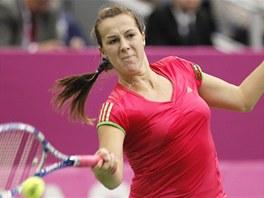 MOHUTNÁ BOJOVNICE. Anastasia Pavljučenkovová vybojovala proti českému týmu druhý bod, když porazila Lucii Šafářovou.
