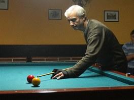 Hr�� kule�n�ku ve Skl��sk� restauraci je d�kazem, �e �esko-romsk� probl�m v
