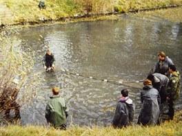 Výlov malého chovného rybníčku