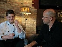 Zdeněk Pohlreich s kuchařem Ondrou z Ostravy (23), kuchařem restaurace Café