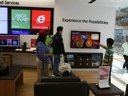 XBox patří k lákadlům Microsoft Store, proto je hned u vstupu