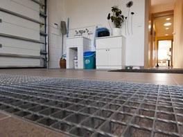 """Nečistota z pneumatik """"zmizí"""" v kovových pásech, podlaha garáže tak zůstává"""