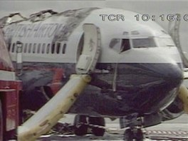 Letecké katastrofy - vyhořelý Boeing 737 při letu British Airtours číslo 28