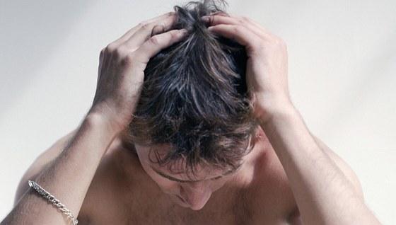 Kvasinková infekce může znepříjemnit život i mužům.