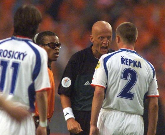 Tomáš Řepka a Pierluigi Collina. Oba se znali už z italské ligy. Stoper mu vyčinil poté, co sudí na Euru 2000 v poslední minutě utkání s domácím Nizozemskem odpískal proti Česku penaltu.