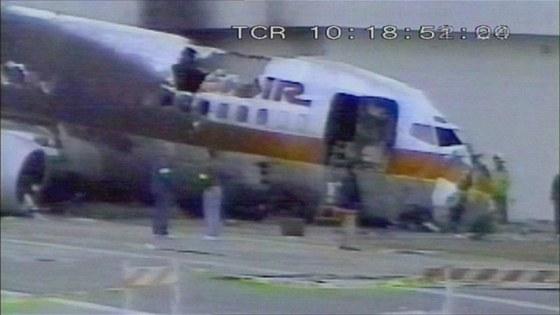 Poškozené letadlo Boeing 737 při letu USAir 1493 na mezinárodním letišti v Los