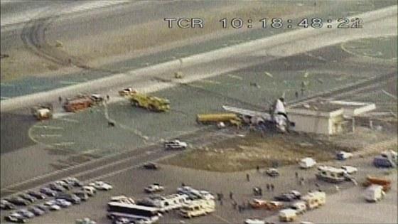 Místo nehody letu USAir 1493 na letišti v Los Angeles .