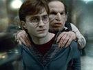 Warwick Davis s Danielem Radcliffem v závěrečném dílu filmové ságy o Harrym Potterovi