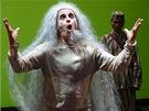 David Pracha� a Kate�ina Winterov� v inscenaci Kr�l Lear. Uv�d� N�rodn� divadlo