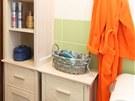 Pro ukládání kosmetických potřeb a pracích prášků jsou určeny dvě skříňky,