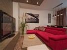 Místo ložnice, jídelny a kuchyňky má dnes rodina obývací pokoj spojený s