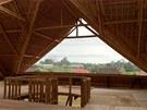 Tropický bambus, používaný s oblibou na Západě k výrobě krytin, nábytku a