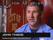 Hasič John Tiede, který zasahoval na místě nehody letu Northwest Airlines 255