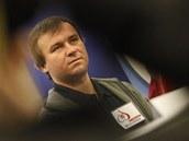 ZADUMANÝ. Pokerový hráč Martin Staszko na tiskové konferenci.