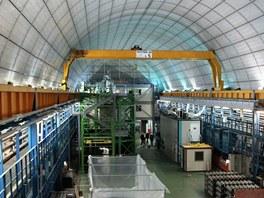 Pohled do jedné z jedné ze tří hal v laboratoři Gran Sasso dává představují o