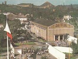 Pohled na výstaviště Černá louka s haldou Ema v pozadí v 60. letech minulého století.