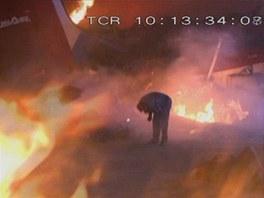 Požár při nehodě letu USAir 1493 na letišti v Los Angeles