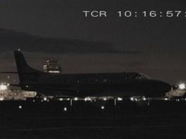 Čekající turbovrtulový letoun Fairchild Metroliner před nehodou na letišti v