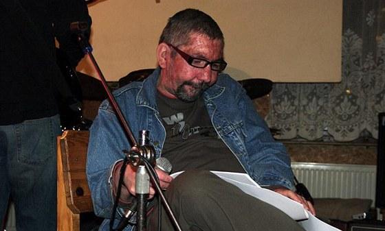 Pavel Ambrož Homér se skupinou Já jsem poznal... na vystoupení v Uničově v