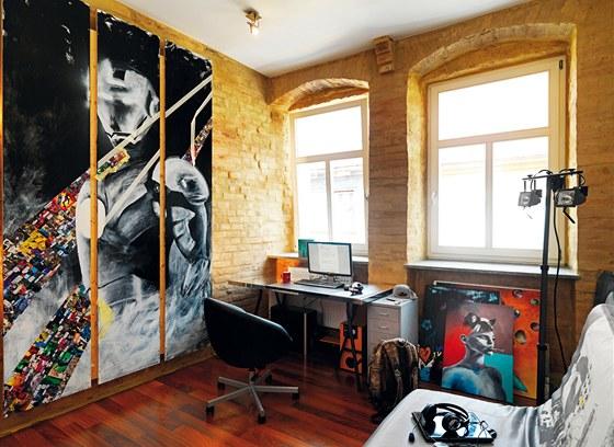 Obraz v pokoji sedmnáctiletého chlapce je jeho vlastním dílem.