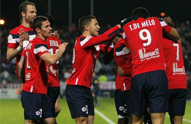 Fotbalisté Lille se radují ze vstřeleného gólu. Úplně vlevo český obránce David