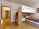 Dvě postele nad sebou ponechávají každému dítěti dostatek soukromí i prostoru.