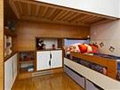 Na přání rodičů nechybí úložný prostor pod postelí.