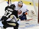 Sidney Crosby z Piitbsurghu p�ekon�v� g�lmana  Anderse Nilssona z New York