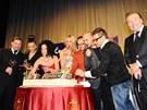Český slavík 2011 - Krájení dortu pro vítěze - zleva Petr Kolář, Monika